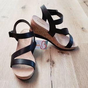 BARETRAPS Ultra Comfort Wedge Sandals